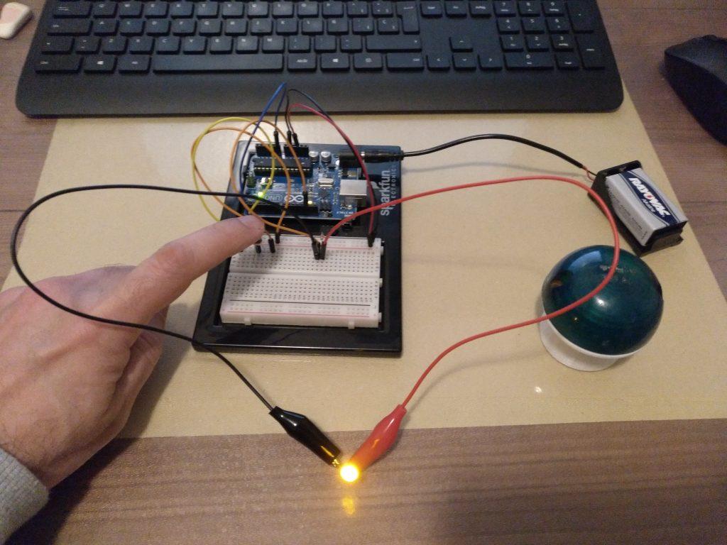 Circuito funcionando con las pinzas de cocodrilo